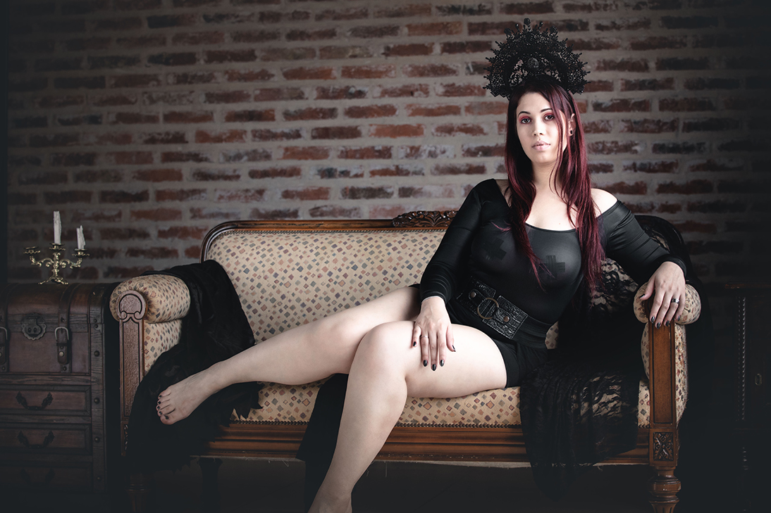http://www.covengirls.com//img/sets/set-Black-Crown/cover.jpg